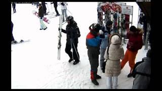 Кража лыж в Буковели. Видео с веб камеры.(В марте 2013 года в Буковели у человека из нашей компании украли лыжи. Благодаря неравнодушным людям мы получ..., 2013-04-30T10:09:18.000Z)