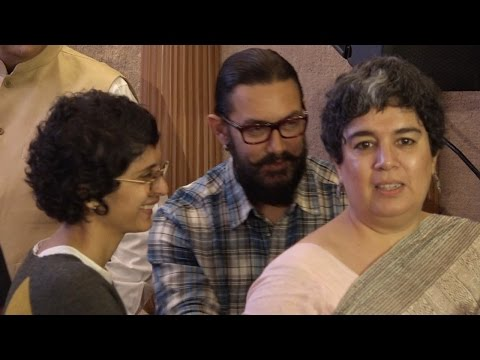 Aamir Khan's wife Kiran Rao BONDS with his first wife Reena ! Watch video