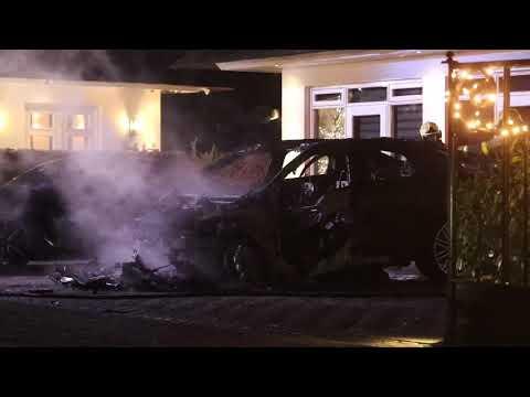 Auto brand volledig uit in Apeldoorn