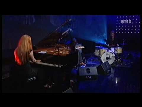 Susanna Wallumrød - Lay All Your Love on Me (live, 2008)