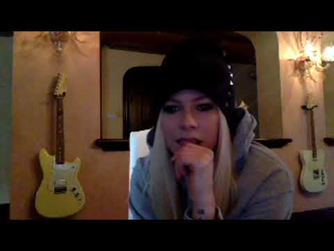 Avril Lavigne Chatting With Fans On Facebook Live 01-11-2017