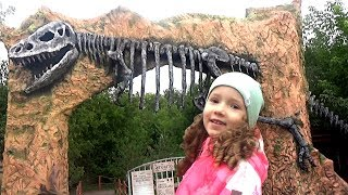Learn the names of dinosaurs with UT kids