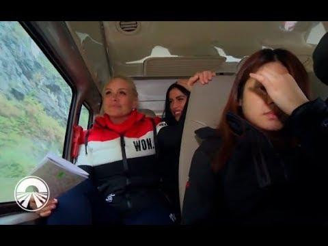 Vika şi Daniela Crudu au fost date jos din autocar!