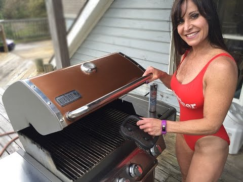 President's Plane Flies Over While Guy Reviews Weber Grill With Sexy Farm Girl!