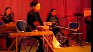 """Ru Con"" with vietnamese monochord instrument"