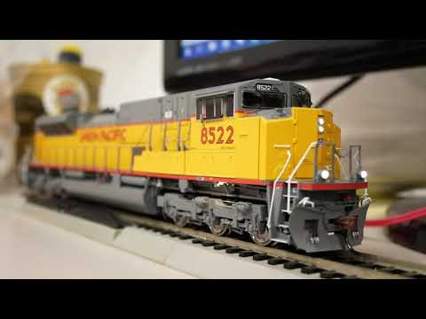DCC Install: Athearn Genesis SD90MAC-H - LokSound 5 + Bowser 1291 Speakers
