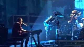 5 Seconds of Summer - Outer Space (Live)