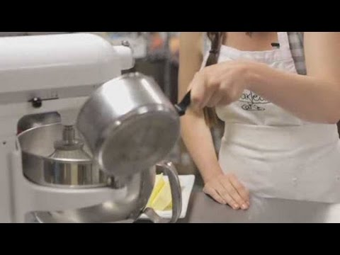 How to Make Coffee Frosting   Cupcake Decorating