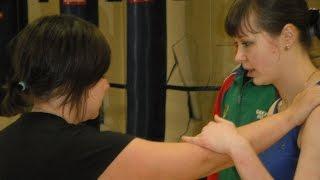 скачать видео приемы рукопашного боя(Курсы по самообороне для новичков http://samooboronamoscow.blogspot.com/, 2014-11-15T17:31:40.000Z)