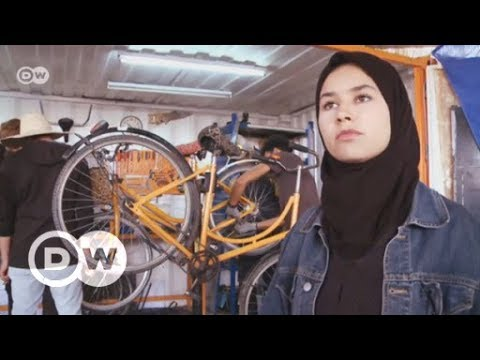 Morocco: Learning to fix bikes and speak English in Marrakech | DW English