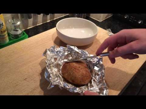 How to make a jacket potato in the microwave