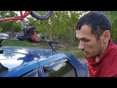 Как закрепить велосипед на багажнике автомобиля.