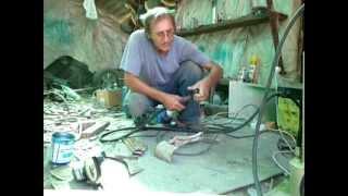 Сварка для начинающих(Как пользоваться полуавтоматом, элементарные приемы сварки встык, внахлест, через монтажные дырки., 2013-08-19T09:13:45.000Z)