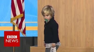 US governor's sleepy son invades stage  BBC News