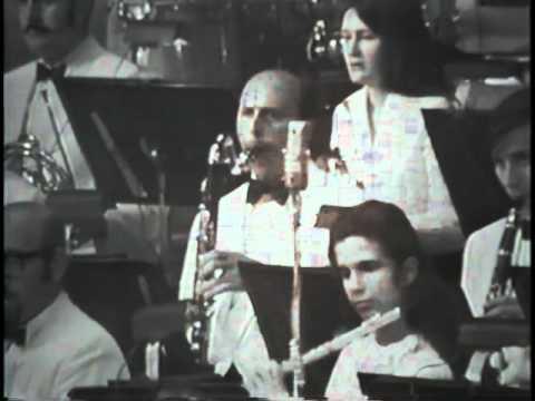Léon Bernier dirige l'OSM et Robert Charlebois en 1971(Salle Wilfrid Pelletier)