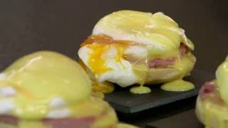 Eggs benedict all'italiana