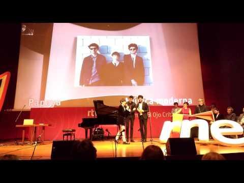 Papaya recibiendo el Premio Ojo Crítico de RNE