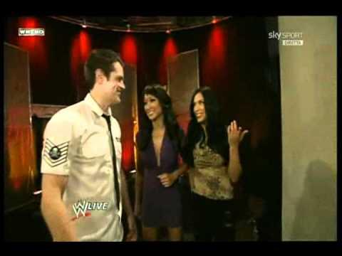 WWE-Johnny Knoxville High Fives Zack Ryder