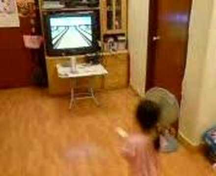 Wii Sport - Bowling Turkey (by a 3 yrs old girl)