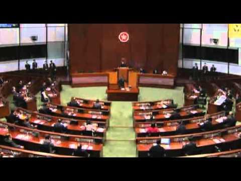 Pan-democratic lawmakers heckle CY Leung as he enters HK legislature