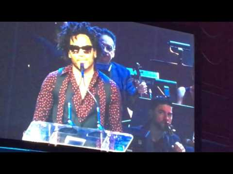 Lenny Kravitz inducts Draco Rosa into Latin Songwriters Hall of Fame