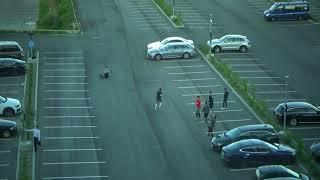 Швейцарцы перед финалом ЧМ играют в футбол на автостоянке. Видео за час до начала золотого матча