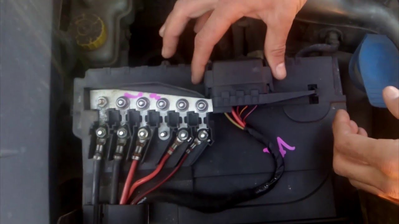 hight resolution of where are located the fuse boxes on seat cordoba youtube seat cordoba fuse box diagram