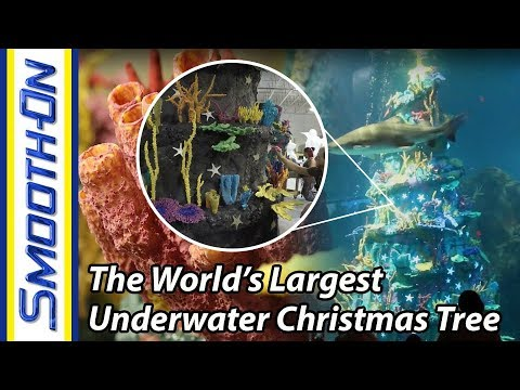 Behind The Scenes How The World S Largest Underwater Christmas Tree