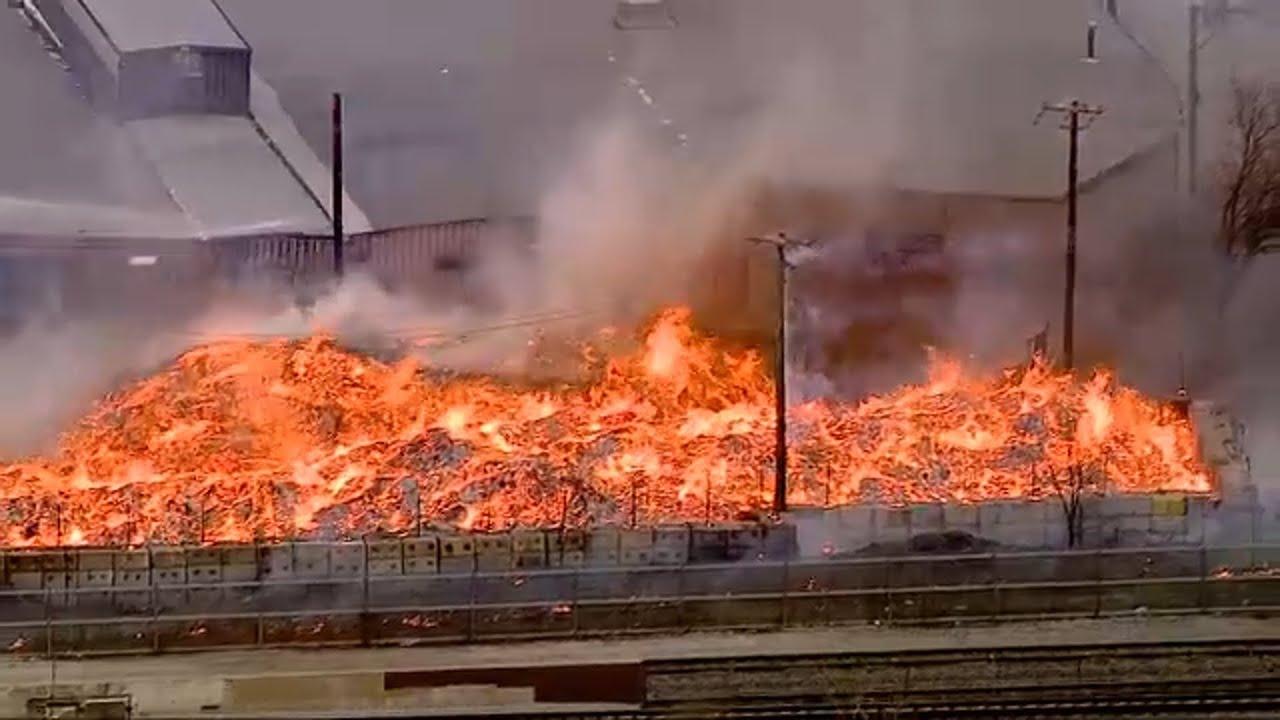 Incendio en planta de reciclado
