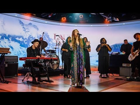 Lauren Daigle Performs 'Rescue' Live
