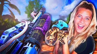 PLAYING COD WITH MY SNAKE! 🐍🎮 + Handcam! (BO4 Hades Operator Mod)