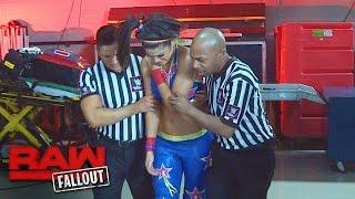Bayley lässt sich nach ihrem Match gegen Dana Brooke untersuchen: Raw Fallout, 17. Oktober 2016