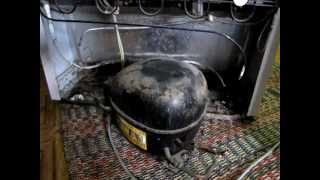видео Ремонт холодильника NORD. Пробита морозилка (испаритель)