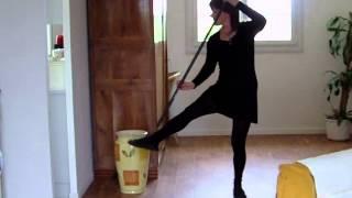 choredelles danse ménage siffler en travaillant