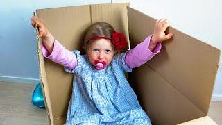 Дарья хочет играть, шутит и учится с маленькой