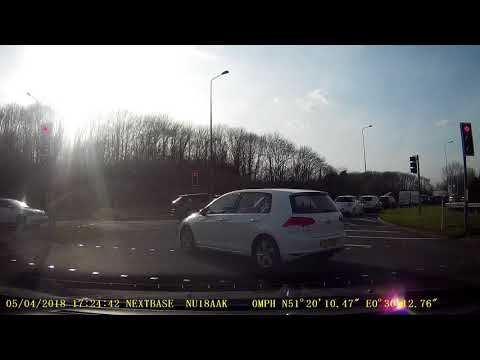 A229/M2 Roundabout - ignore hatch lines and red light - nearly crashes