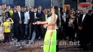 بالفيديو ... الراقصة اليسار ترقص على زلزال في فرح آل السبكي