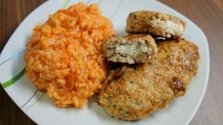 Котлеты с начинкой из сыра и томатный рис