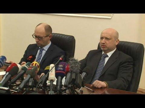 """Les autorités ukrainiennes dénoncent """"l'escalade"""" de Moscou en Crimée"""