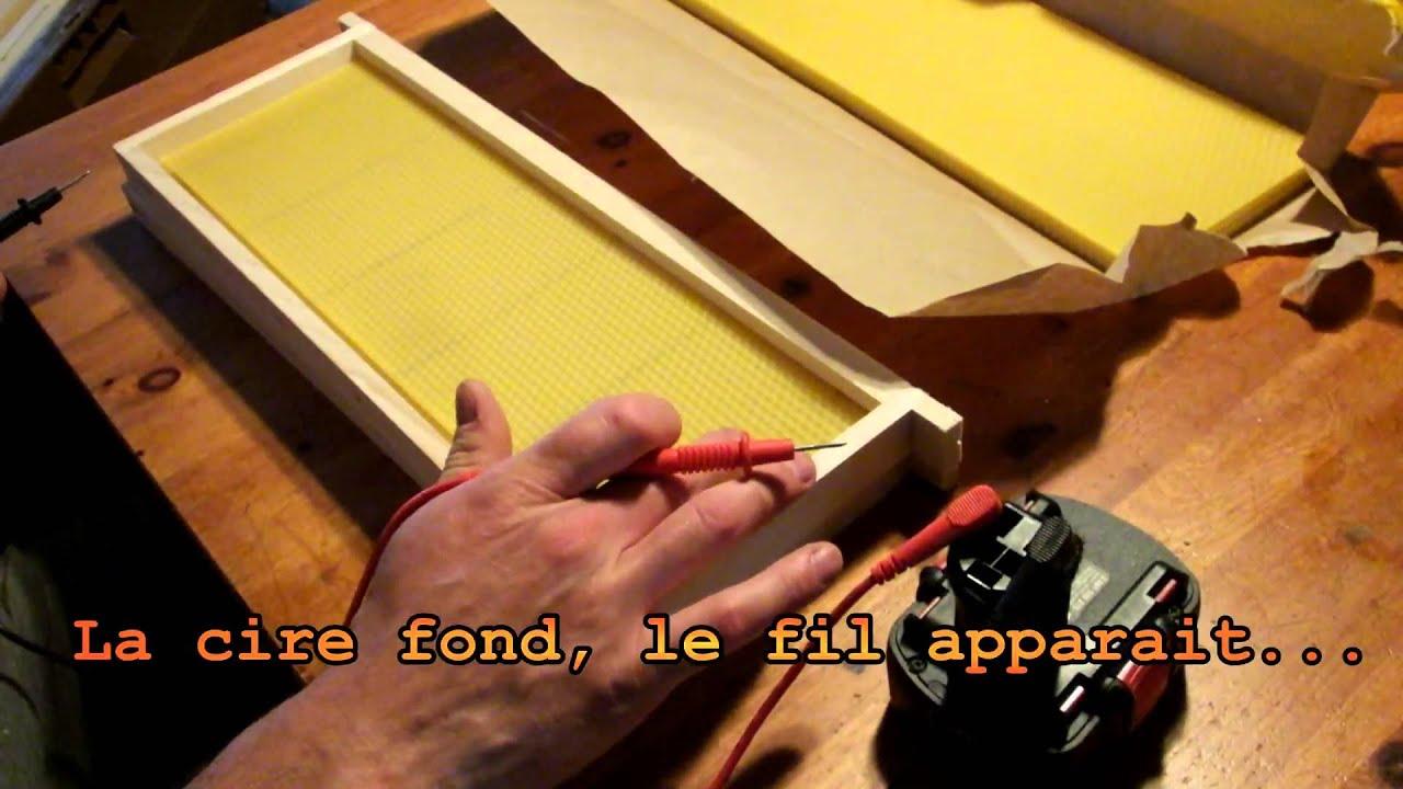 apiculture fixation de la cire gaufr e sur les cadres de ruche d 39 abeilles youtube. Black Bedroom Furniture Sets. Home Design Ideas