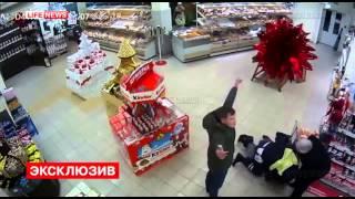 ИЗБИЕНИЕ ПОЛИЦЕйСКОГО ДРАКА В МОСКВЕ В СУПЕРМАРКЕТЕ