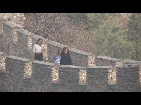 US First Lady Michelle Obama visits Great Wall of China with her two daughters