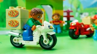 Полицейская машина Мотоциклы и Гоночные машины у видео с игрушками - Развозчик пиццы.