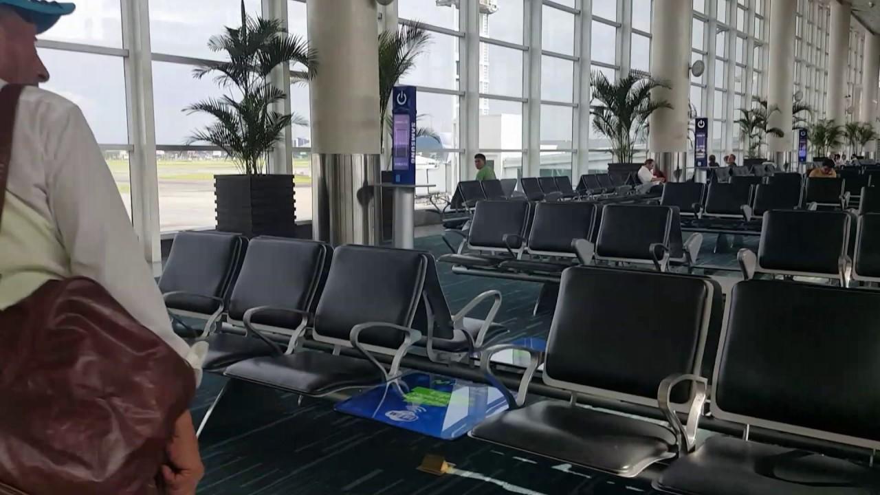 Aeropuerto jose joaquin de olmedo guayaquil en estera del vuelo ...