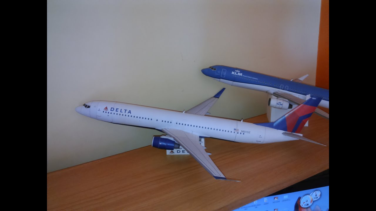 Papercraft Boeing 737-900 DELTA  Airlines Paper Model