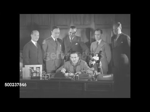 Walt Disney sings his new contract for RKO Radio Pictures