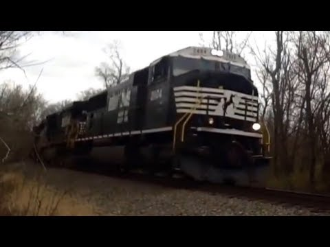 NS #2804 Leads Freight Train in Williamstown KY