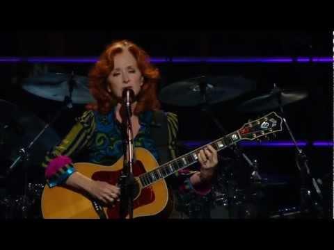 Bonnie Raitt with Crosby, Stills and Nash - Love Has No Pride (Live)
