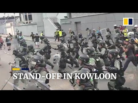 Tense stand-off in Kowloon between anti-government protesters and Hong Kong police
