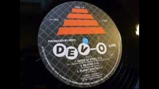 FREEDOM OF CHOICE     WHIP IT LIVE 1980   DEVO